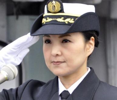 Commandant Miho Otani, première femme commandant d'un destroyer japonais. Crédits: ministère de la Défense du Japon
