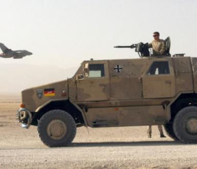 Les forces allemandes près du camp Marmal pendant une patrouille à l'extérieur de Mazar-e-Sharif, Afghanistan, novembre 2009.