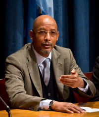 ibrahim-assane-mayaki-nepad-press-brefing-2011-10-07.jpg