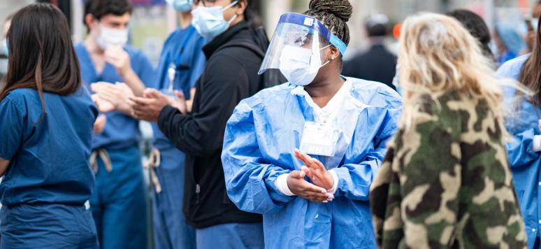 Des agents de santé de la ville de New York durant l'épidémie de COVID-19 aux Etats-Unis