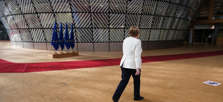 Die deutsche Bundeskanzlerin Angela Merkel trifft zum Gipfel der Staats- und Regierungschefs der Europäischen Union in Brüssel, Belgien, am 19. Juli 2020 ein.