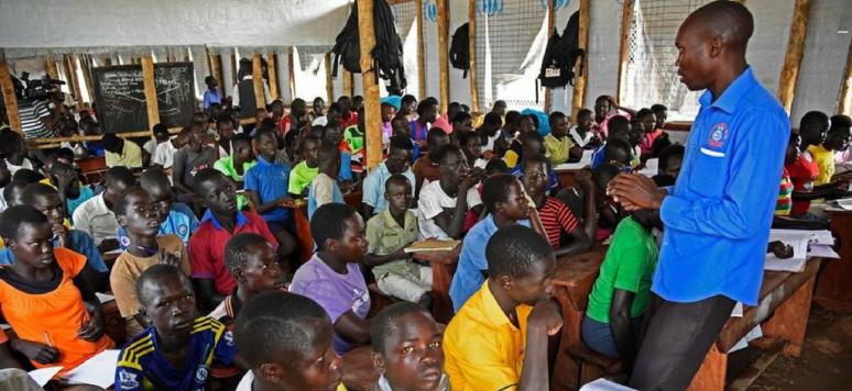 Une école surpeuplée accueillant des réfugiés sud-soudanais, Bidibidi, Ouganda. Crédits: UNHCR/Isaac Kasamani