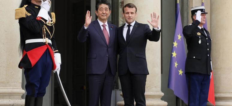 Shinzo Abe and Emmanuel Macron, Elysée, Paris, April 2019  Crédits: Cabinet of the Prime Minister of Japan