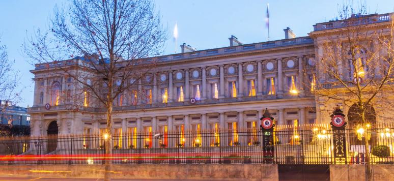 Le ministère français des Affaires Etrangères est situé sur le quai d'Orsay à Paris.Le bâtiment a été construit entre 1844 et 1855 par Lacornee.
