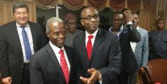 Le vice-président nigérian Yemi Osinbajo et son chargé de communication Laolu Akande