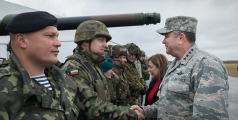 Gen. Philip Breedlove (centre), Supreme Commander of Allied Forces in Europe, greets Polish soldiers in Ziemsko airport, Poland, during the Steadfast Jazz exercicse on November 7th, 2013.