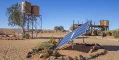 Panneau solaire dans la ferme de Gunsbewys au sud de la Namibie. - Shutterstock/Nicola Messana