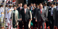 Pakistani Prime Minister Muhammad Nawaz Sharif with Chinese President Xi Jinping on his departure from Nur Khan Air Base on 21 April 2015 in Islamabad