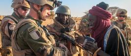 Opération Barkhane, Français : contact avec la population dans le Sud du Mali 17 mars 2016