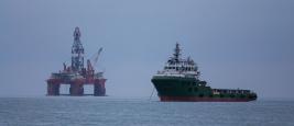forage_petrolier_dans_la_baie_de_walvis_namibie._oil_drilling_at_walvis_bay_namibia.jpg
