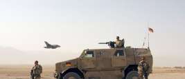 Deutsche Einheiten in der Nähe von Camp Marmal während einer Patrouille außerhalb der Stadt Mazar-e-Sharif in Afghanistan November 2009