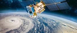 Surveillance par satellite spatiale de la météo de l'orbite terrestre depuis l'espace, ouragan, typhon sur la planète terre. Éléments de cette image fournis par la NASA.