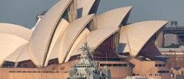 Frégate de la Royal Australian Navy dans le port de Sydney.