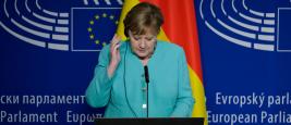 La chancelière allemande Angela Merkel participe à une conférence de presse au Parlement européen à Bruxelles, Belgique, le 8 juillet 2020.