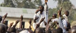 Jeune militant lors d'un rassemblement de l'opposition organisé par le FDC (Forum for Democratic Change), février 2011, Mbale, Ouganda