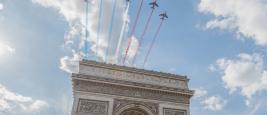 Patrouille de France au-dessus de l'Arc de Triomphe