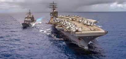 L'USS antietam 54 et l'USS Ronald Reagan 76 se ravitaillent en mer © US Navy