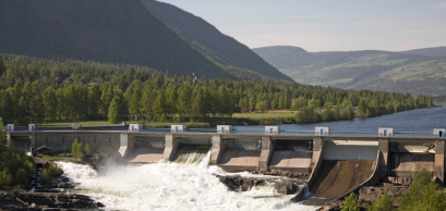 A small dam and power station in Gudbrandsdal, eastern Norway © Bent Nordeng / Shutterstock