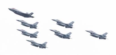 F16 et F35.jpg