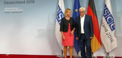 Le ministre fédéral des Affaires étrangères, Frank-Walter Steinmeier, accueille Federica Mogherini, haute représentante de l'UE pour les affaires étrangères et la politique de sécurité. Potsdam, Allemagne. 1er Septembre 2016.