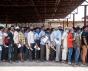 MUMBAI/INDA–6 mai 2020 - Des migrants attendent la remise de certificats médicaux nécessaires à leur retour dans leur ville d'origine.                    © Manoej Paateel / Shutterstock.com